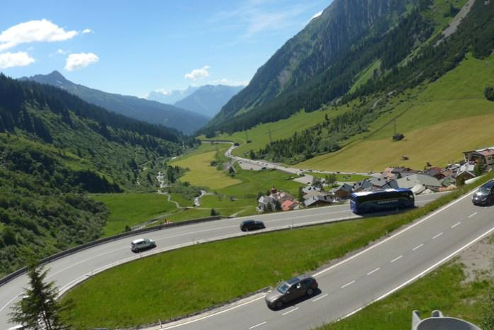 De mota na Áustria. Em Arlberg Pass