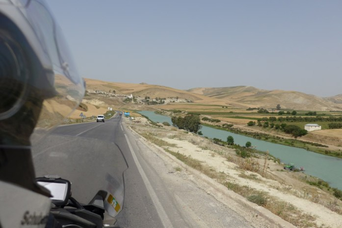 Pela N8 de saída de Fez com destino a Chefchaouen.