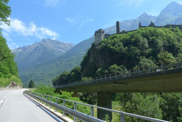Castelo Medieval. A caminho de San Bernardino. Alpes Suíços