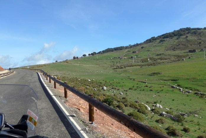 De mota pela Andaluzia. Em Serra de Grazalema.