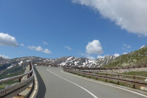 Estradas de Montanha nos Alpes. Col du Grand Saint Bernard