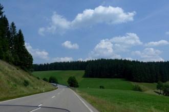 Viagem de mota pela Rota Panorâmica da Floresta Negra. Alemanha