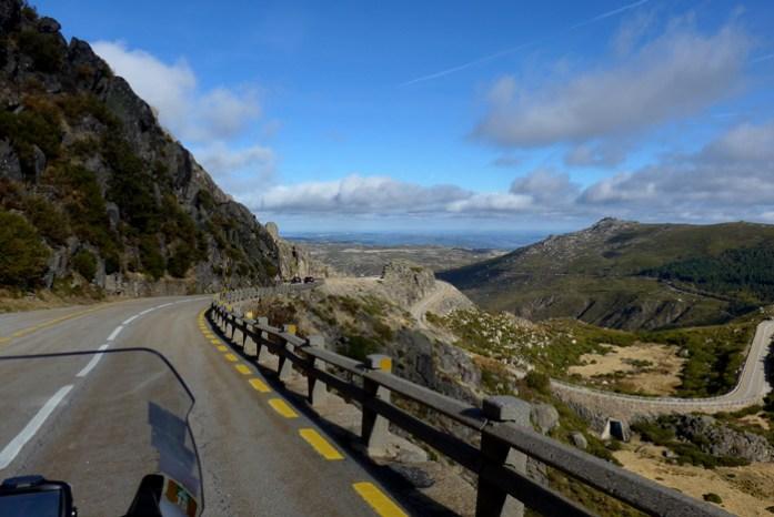 Roteiro de viagem de mota pela Serra da Estrela. Entre a Torre e Manteigas