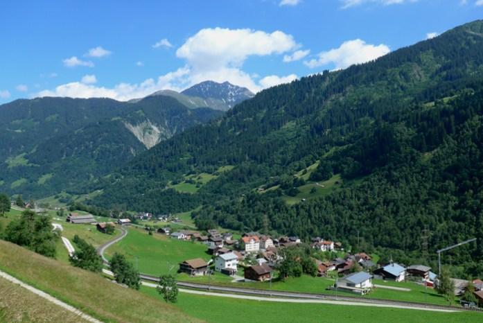 As melhores estradas dos Alpes Suíços na região de Andermatt. Em Oberalppass.