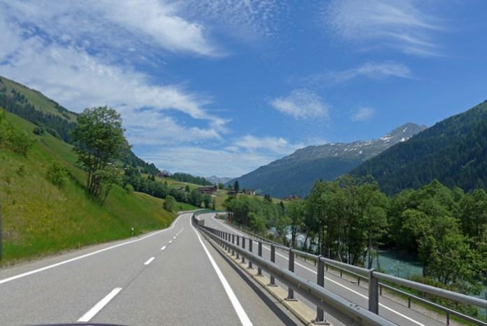 Entre a Suíça e a Itália no Splugen Pass. Após a descida do San Bernardino Pass.