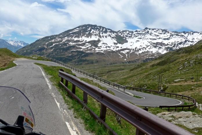 Entre a Suíça e a Itália no Splugen Pass. O lado italiano a caminho de Campodolcino.