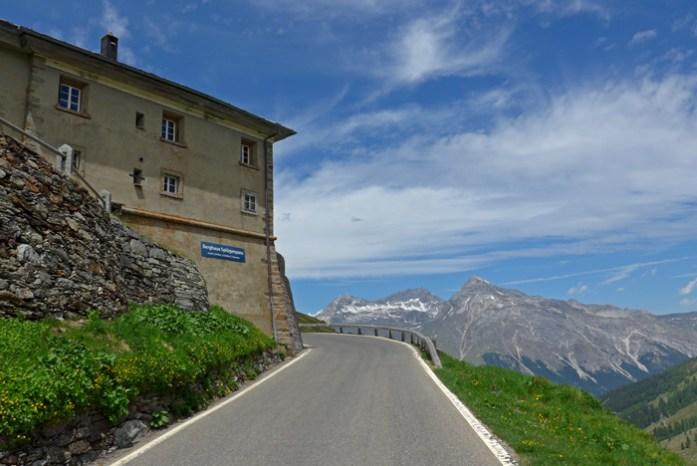 Entre a Suíça e a Itália no Splugen Pass. Abordagem norte no lado suíço.