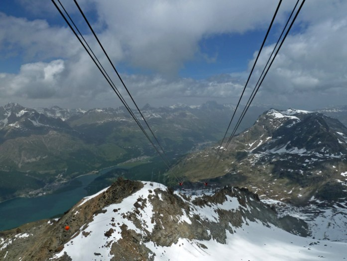Em St Moritz no teleférico de acesso à montanha. O Pico de Corvatsch aos 3303m de altitude.