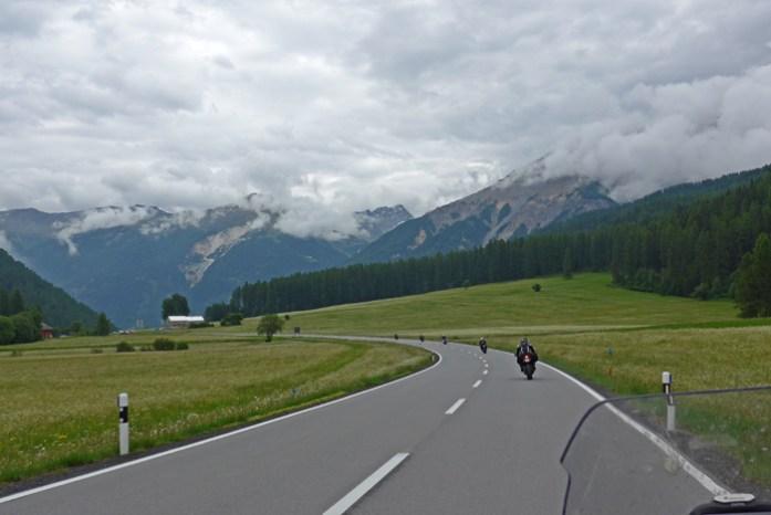 Viagem de mota aos Alpes Suíços. Em Val Mustair a caminho de Fuorn Pass.