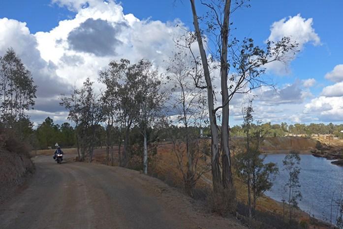As estradas sem pavimento pelas Ruínas das Minas de São Domingos.