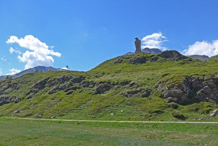 Água de Pedra no topo de Simplon Pass. Monumento da II Guerra Mundial