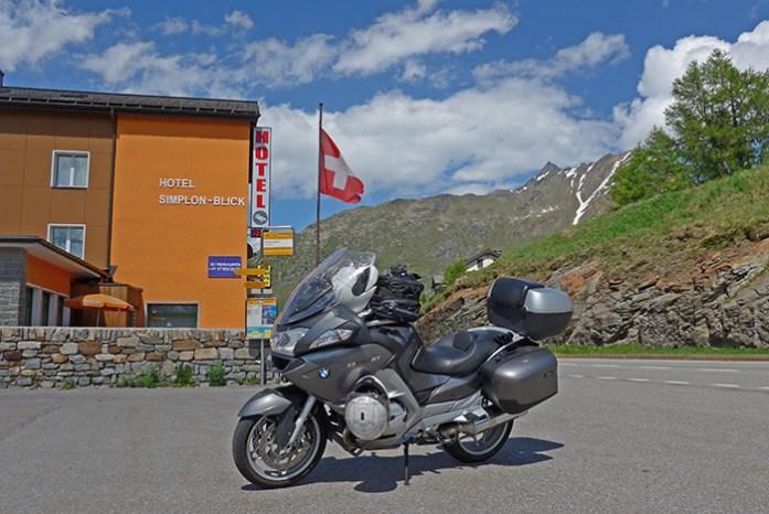 No topo do Simplon Pass.