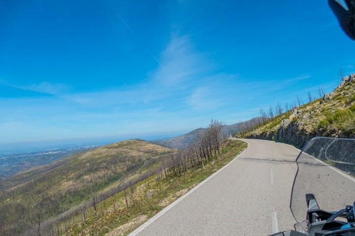 Estrada EM508, o balcão panorâmico curvilíneo da Serra do Açor