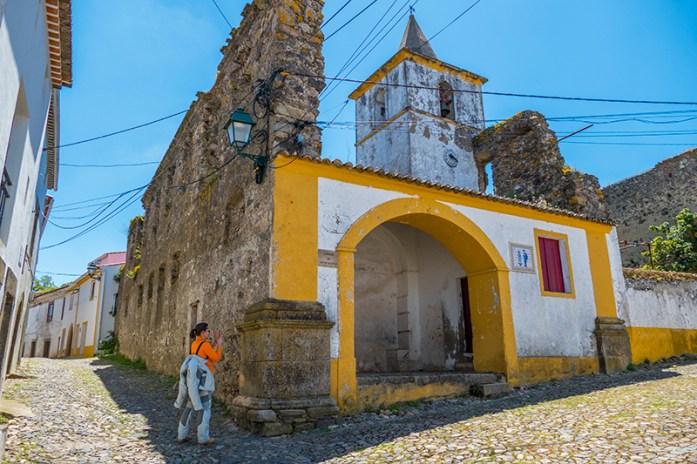 No interior da muralha de Castelo de Vide