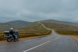 Viajar de mota em dias de chuva pela Escócia