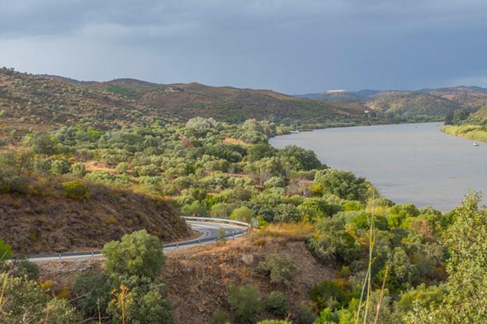 A sul de Alcoutim, pela M507. Margens do Guadiana