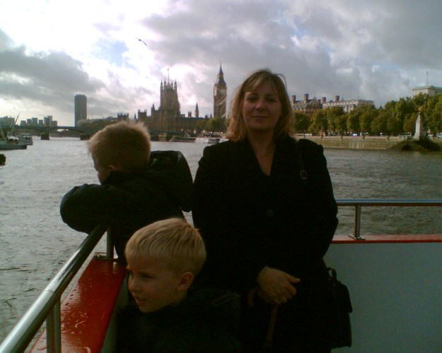 On the Thames 251005