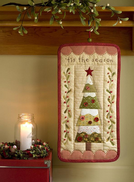 Tis The Season For An Evergreen Christmas Wall Hanging