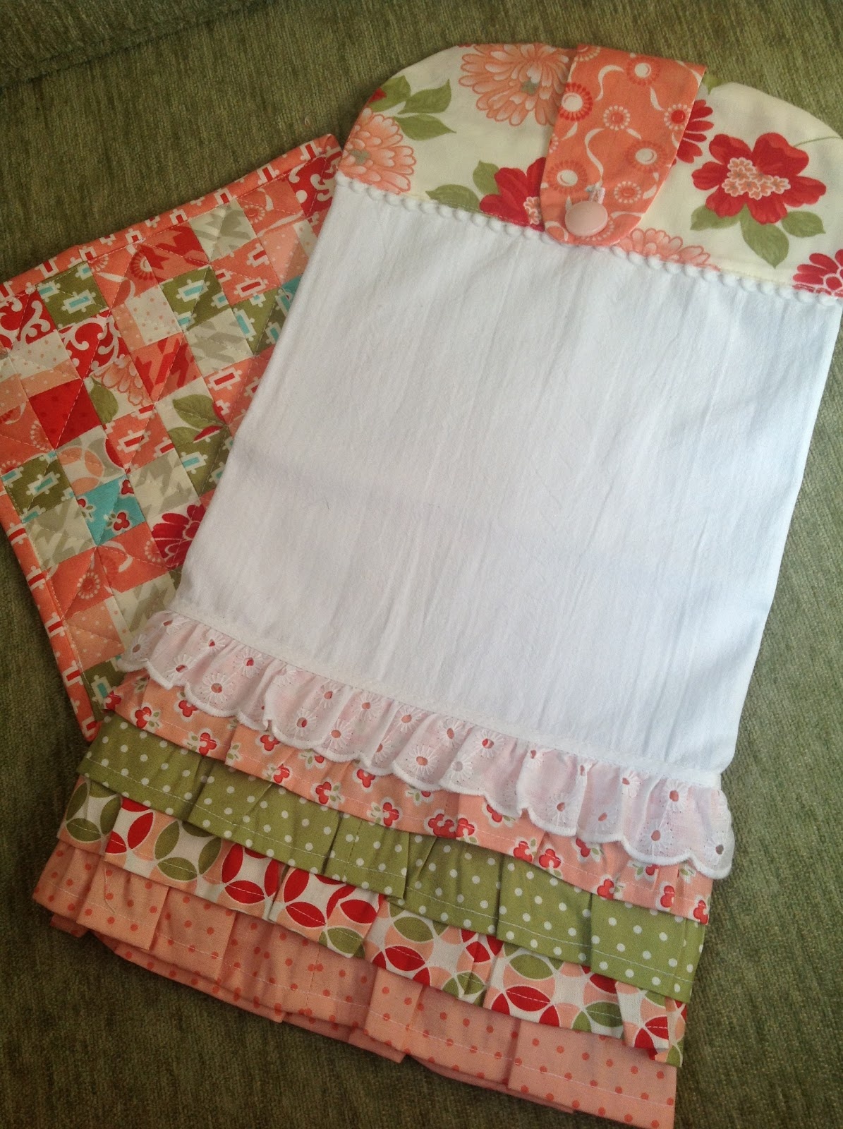 Kitchen Towel and Potholder Sets Are Great Gifts