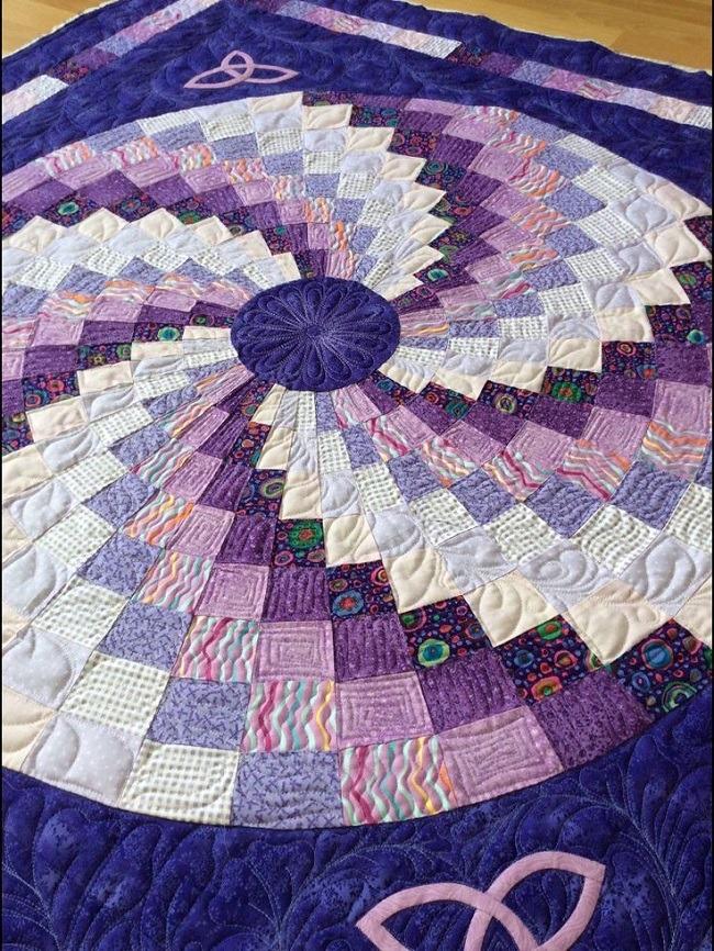 Free Bargello spiral pattern