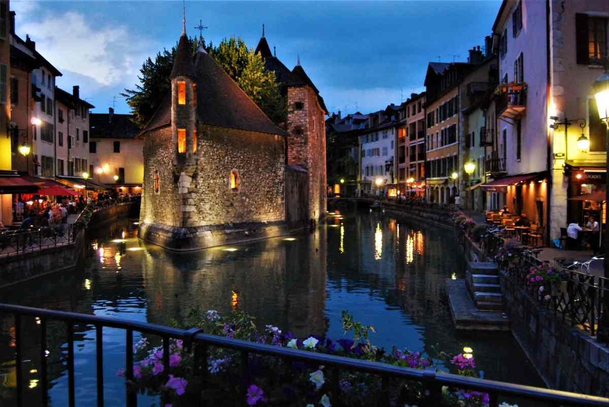 "Photo Essay: Annecy – A Day in France's Lovely Little ""Venice of the North"""