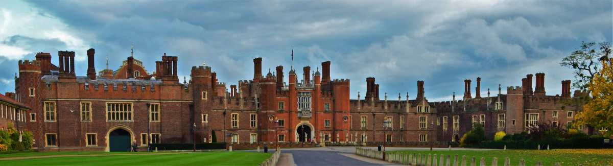 A Day Trip to Hampton Court Palace – A Taste of Henry XVIII's Tudor Court