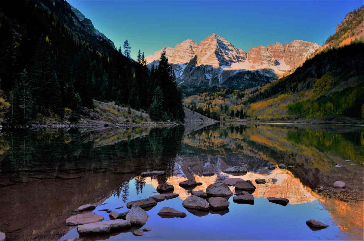 PhotoPOSTcard: Maroon Bells Reflection at Sunrise