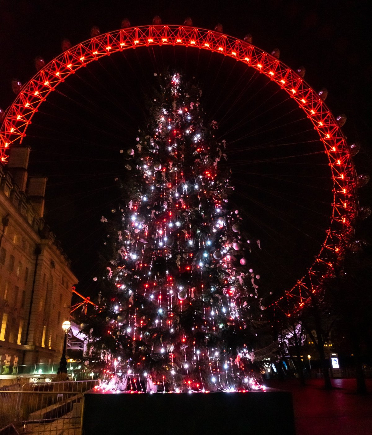 PhotoPOSTcard: Christmas Tree and the London Eye