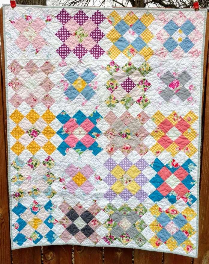 Springy Granny Squares by quiltytherapy #grannysquares #babyquilt #florals #springdecor #floraldecor #nurserydecor #floralquilt