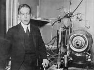 Niels Bohr en su laboratorio en Copenhague