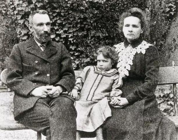 Pierre, Irène, Marie Curie