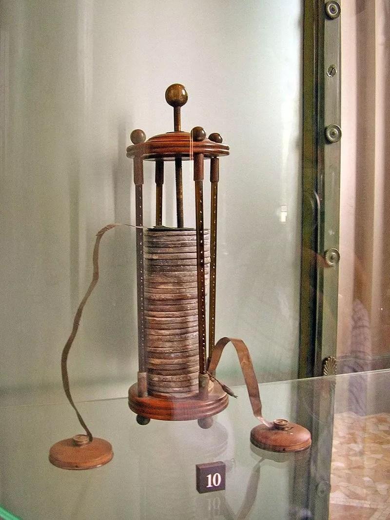 Una pila voltaica en exhibición en el Tempio Voltiano (Templo de Volta) cerca de la casa de Volta en Como, Italia.