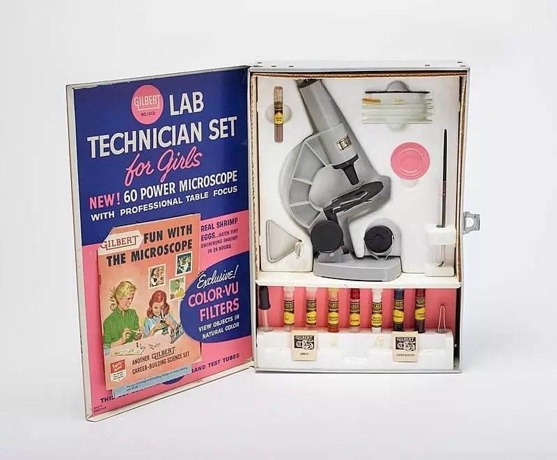 Gilbert Lab Technician Set for Girls, 1958, uno de los set de química comercializados con enfoque en público femenino