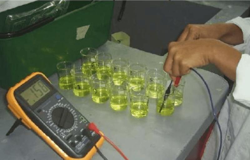 Medición del potencial de las semiceldas conectadas por el puente salino. Experimento para la medición de la entropía y energía libre de mezclas