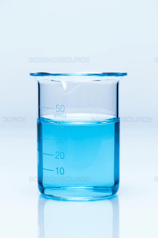 Solución de nitrato de cobre, punto de inicio de la práctica de conservación de la masa