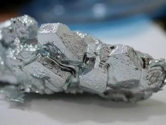 Cristales de 99,999 por ciento de galio, cultivados en un laboratorio