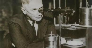William D. Harkins en su laboratorio