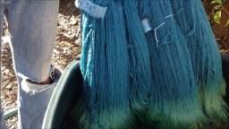 Proceso de tintura artesanal de tela con índigo