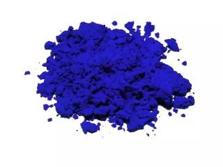 Muestra de azul ultramar o azul ultramarino sintético