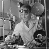 Tiselius en su laboratorio, año desconocido