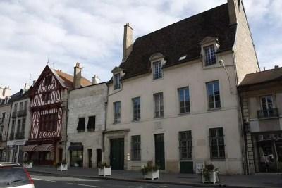 La casa de Louis-Bernard Guyton de Morveau, en la plaza Bossuet de Dijon (Côte-d'Or, Borgoña, Francia).