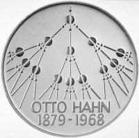 Moneda de 5 marcos alemanes, en honor a Hahn y su descubrimiento de la fisión, 1979