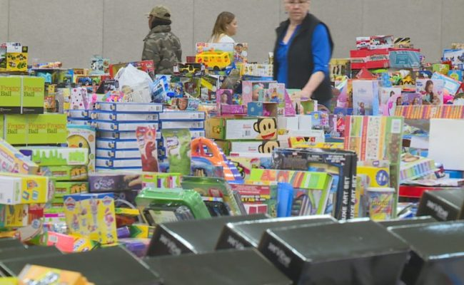 Families Receive Toys Donated To Toys For Tots Wkow