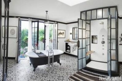 Painting Bathrooms - Black & White Bathroom - quinju.com