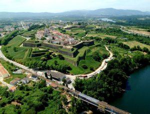 Visitar - Quinta do Caminho - Visitar: Muralhas de Valença, Valença