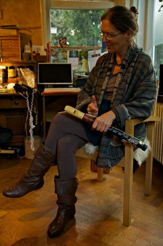 A construtora de flautas doces Adriana Breukink e sua mais recente pesquisa: a flauta doce Eagle