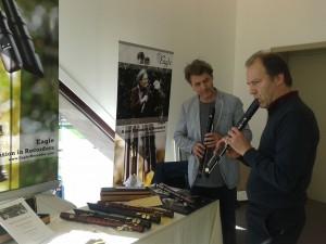 Karel com a flauta Eagle