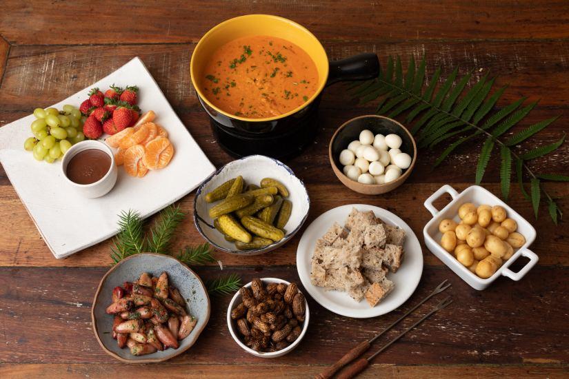 Fondue de queijo e chocolate - Nossa chef GabrCelebre o Dia dos Namorados no Quintana em Curitiba!