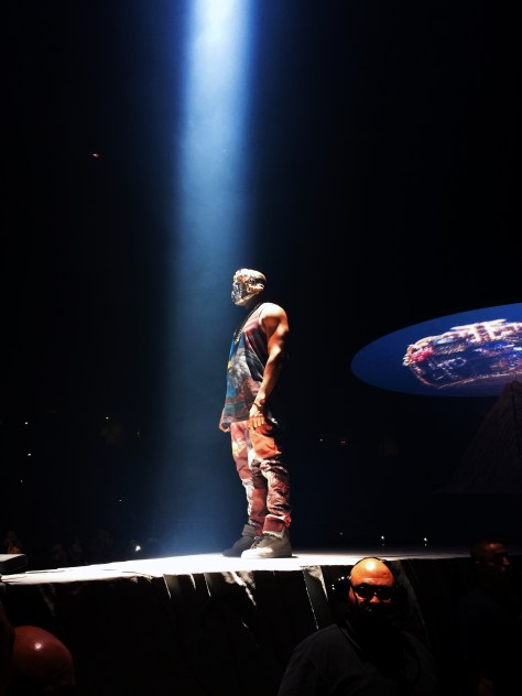 Kanye West på scen under  pågående The Yeezus Tour.