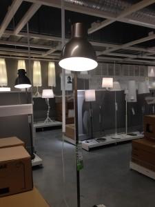 Allra snyggast är Hektar golvlampa i bronsfärg. Så ny att det inte finns någon pressbild och alla Ikea-butiker ännu inte fått den.